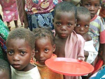Niños que mueren de hambre