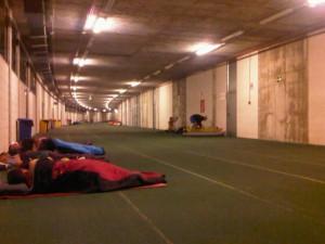 Pista donde dormimos en la IX travesía de resistencia Almería, 2011